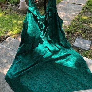 Mossimo emerald green ruffle front shift dress